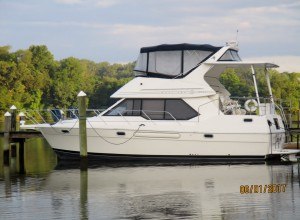 Bayliner 3587 MY 1995 Click on photo for full specs.
